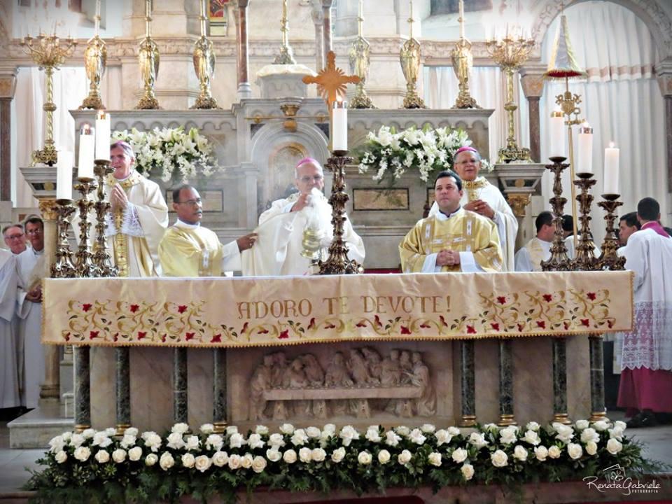 Comissão de Liturgia explica como fazer menção ao bispo auxiliar na Prece Eucarística