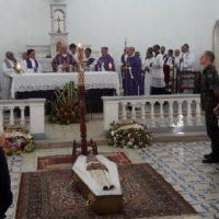 Funeral de padre Mário Beserra comove fiéis no Recife