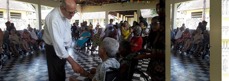 Dom Fernando vivencia Dia do Pobre em visita pastoral a Cavaleiro
