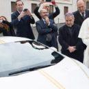 Papa Francisco ganha carro de luxo e decide leiloá-lo