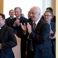 Reitor da Unicap tem encontro com o Papa e faz discurso sobre apoio a refugiados