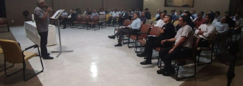 Clero arquidiocesano reúne-se em retiro quaresmal no Sertão